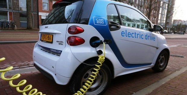 Tesla & Mercedes-Benz in talks on potential electric van collaboration
